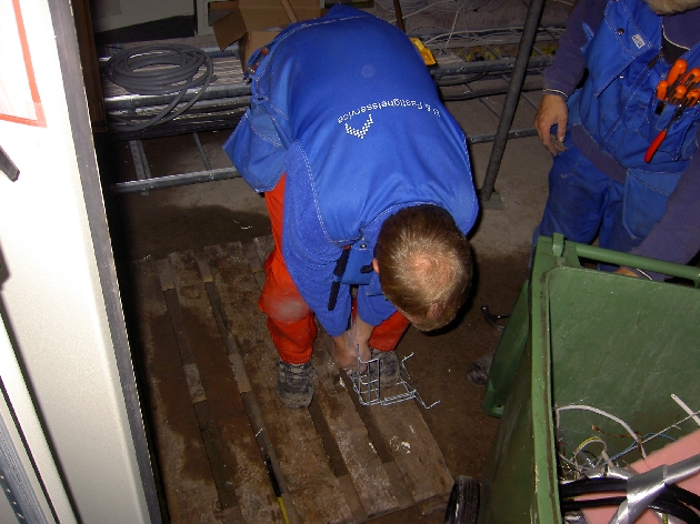 Rickard Nilsson och Erik Nilsson arbetar i apparatrummet på den nya panncentralen Panncentralen i Sunne var ett av alla spännande projekt vi gjort.